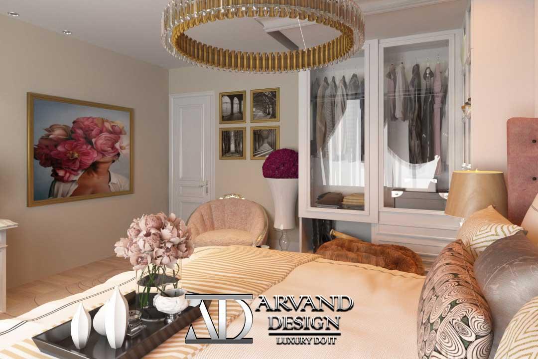 نمای ورودی از اتاق خواب ستارزاده با تابلوهای زیبا