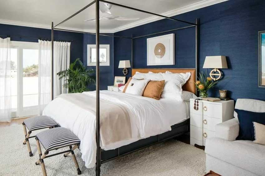 طراحی ساحلی با تخت و مبلمان ساده